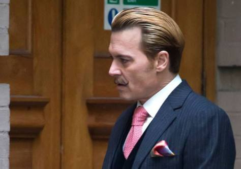 Johnny Depp como Charlie Mortdecai.