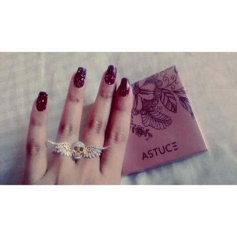 Anel - Amo colecionar anéis e esse aí é o meu queridinho, porque amo cada detalhe dele <3