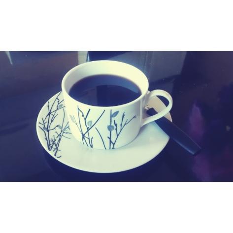 Café - Uma delícia, com cheiro e sabor inconfundível e que vicia! Amo, pena que estou impedida de tomar devido a recomendações médicas.