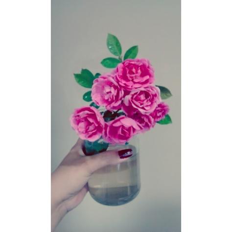 """Aquele momento que o marido aparece com algumas flores e me diz """"peguei pra você""""...uma gracinha! <3"""