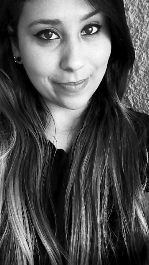Euzinha porque amo fotos em preto e branco :D
